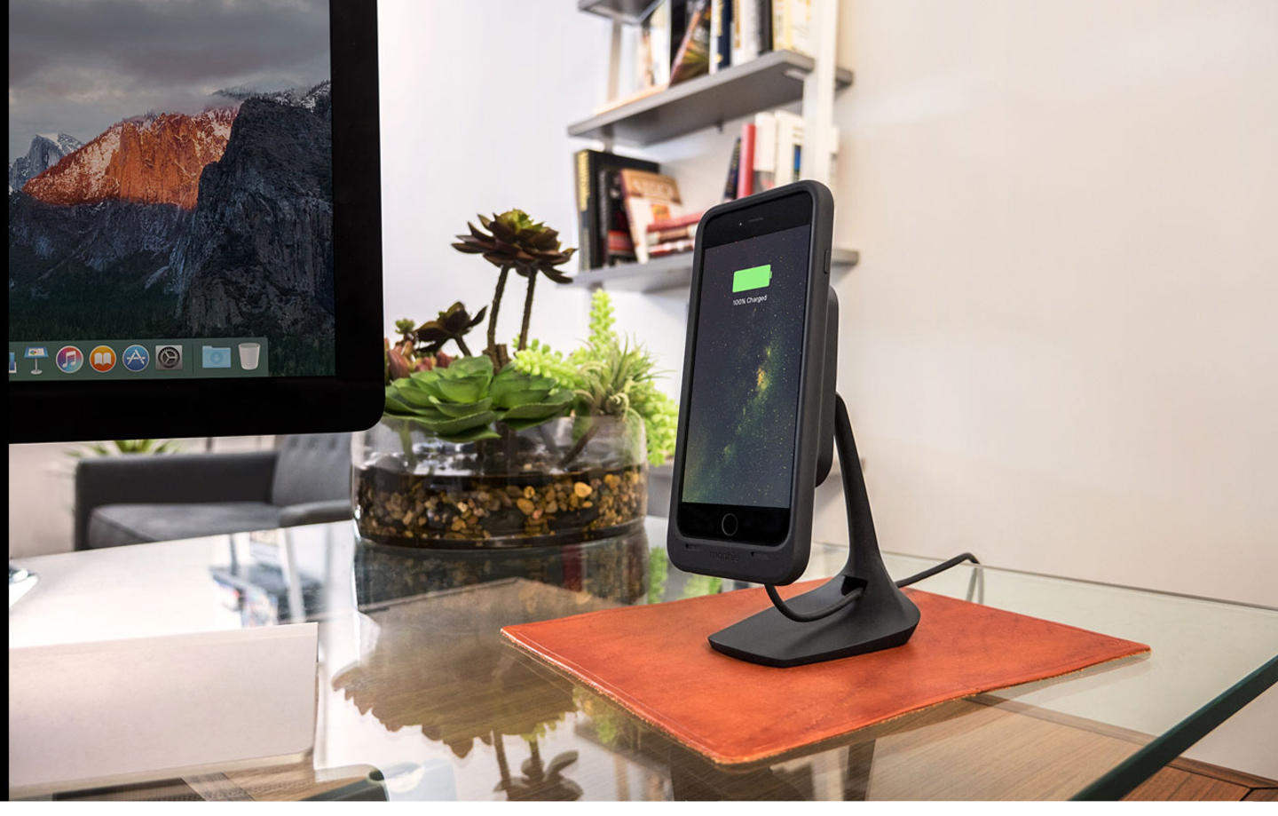 mophie-charge-force-wireless-charging-desk-mount-qi-enabled-devices-black-3454_WRLS-DESK-BLK-malaysia-unit-1